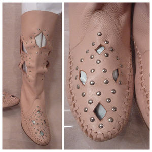Moccasin Cut Out Boots Flat Pink Stud Leather sz 8